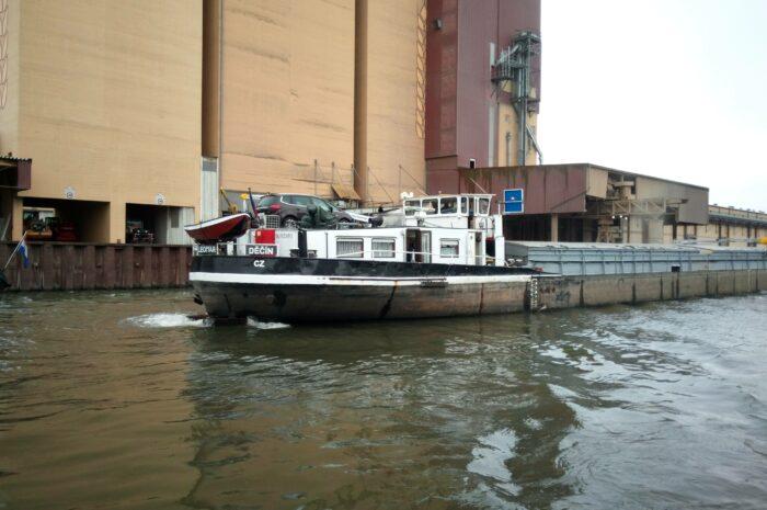 Nabídky práce kolem lodí